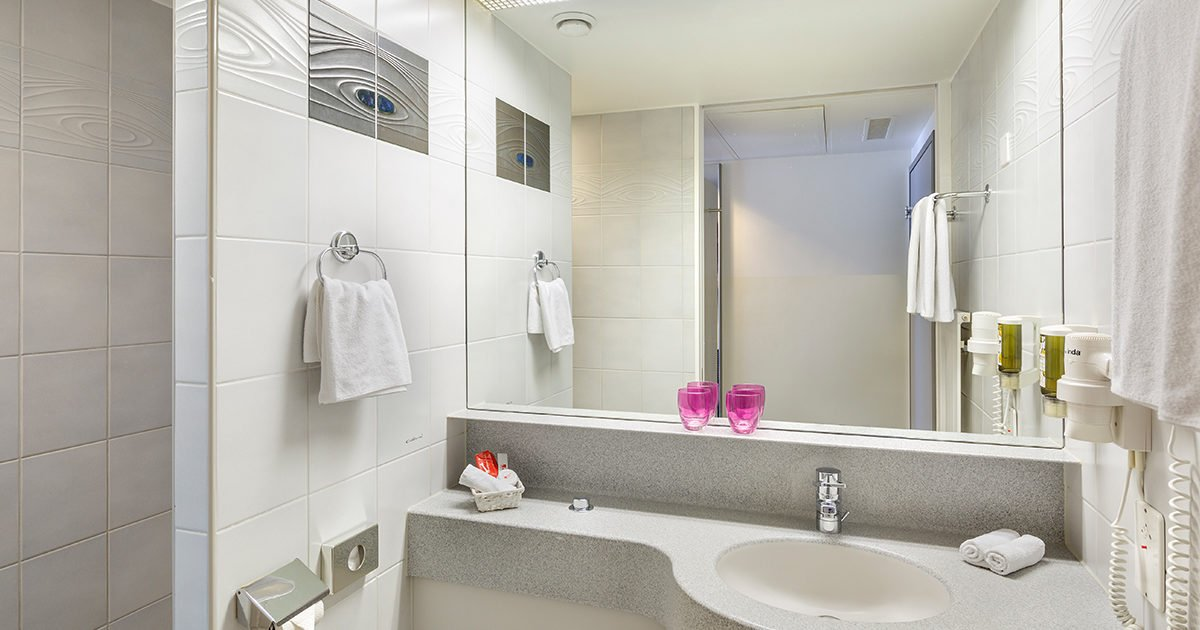 Bathroom Triple Room Hotel Fly away, Zurich Airport, welcome hotels